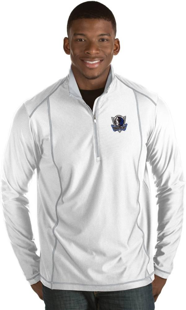Antigua Men's Dallas Mavericks Tempo White Quarter-Zip Pullover product image