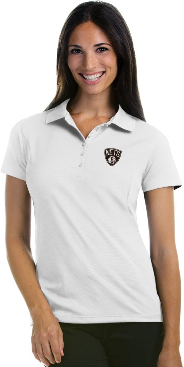 Antigua Women's Brooklyn Nets Xtra-Lite White Pique Performance Polo product image