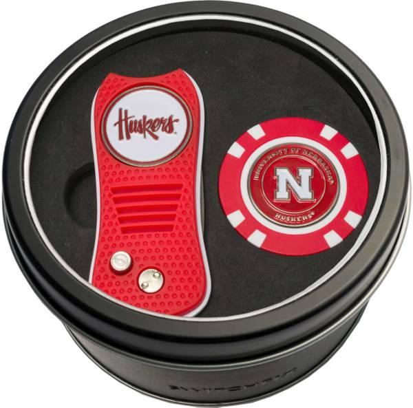 Team Golf Nebraska Cornhuskers Switchfix Divot Tool and Poker Chip Ball Marker Set product image