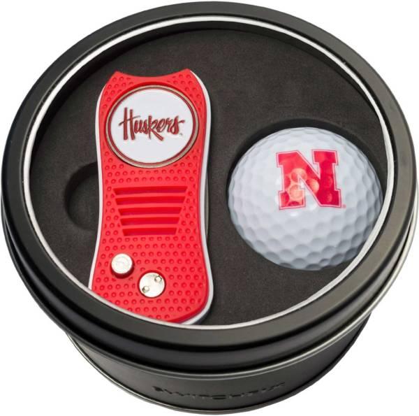Team Golf Nebraska Cornhuskers Switchfix Divot Tool and Golf Ball Set product image