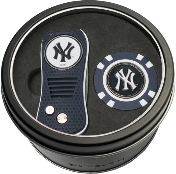 Team Golf New York Yankees Switchfix Divot Tool and Poker Chip Ball Marker Set product image