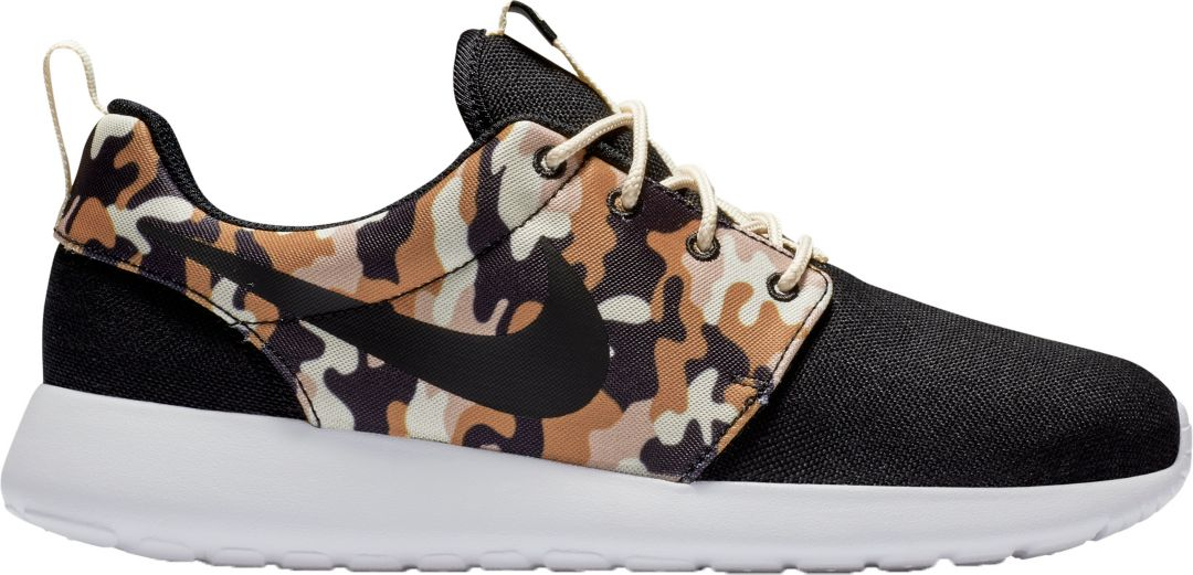 huge discount 8cb12 8f9e1 Nike Men s Roshe One SE Camo Shoes