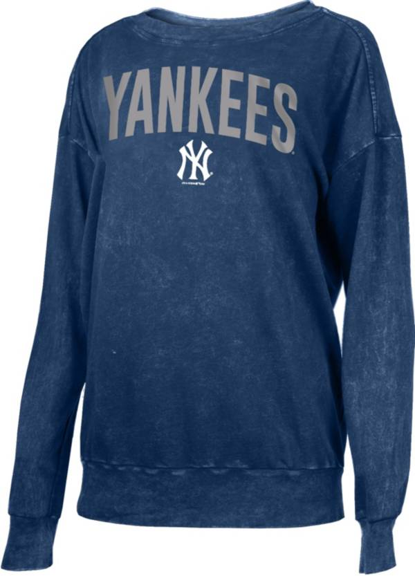 New Era Women's New York Yankees Navy Mineral Wash Pullover Shirt product image