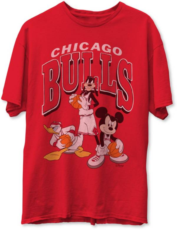 Junk Food Men's Chicago Bulls Red Disney Vintage Mickey Squad T-Shirt product image