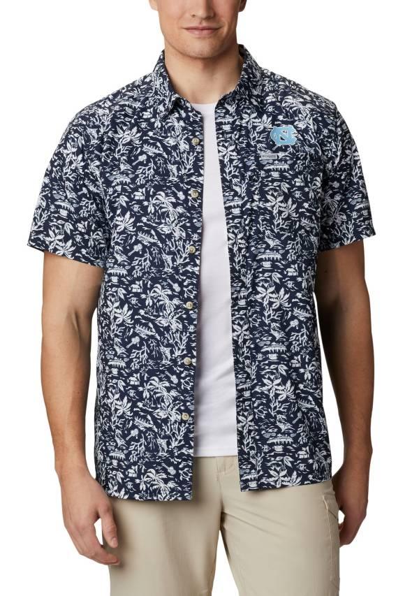 Columbia Men's North Carolina Tar Heels Navy Slack Tide Button-Down Shirt product image