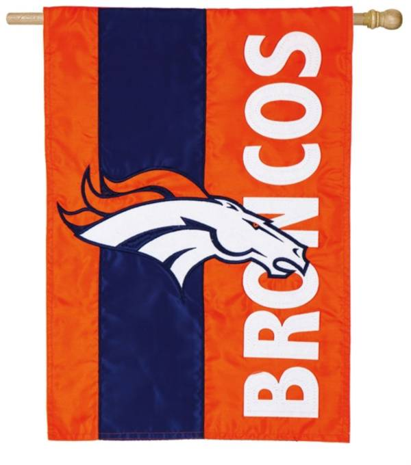 Evergreen Denver Broncos Embellish House Flag product image