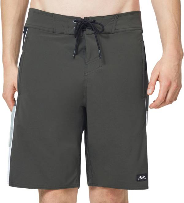 "Oakley Men's Block Grad 20"" Board Shorts product image"