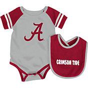 Colosseum Infant Alabama Crimson Tide Crimson Roll-Out Onsie And Bib Set