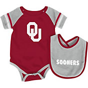 Colosseum Infant Oklahoma Sooners Roll-Out Onsie And Bib Set