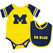 Colosseum Infant Michigan Wolverines Blue Roll-Out Onsie And Bib Set