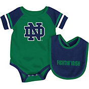 Colosseum Infant Notre Dame Fighting Irish Navy Roll-Out Onsie And Bib Set