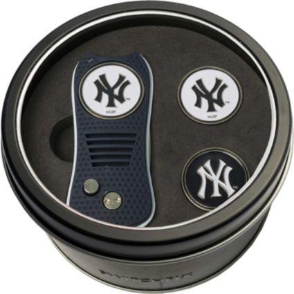 Team Golf New York Yankees Switchfix Divot Tool and Ball Markers Set