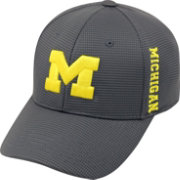 Top of the World Men's Michigan Wolverines Charcoal Booster Plus 1Fit Flex Hat