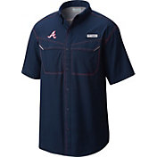 Columbia Men's Atlanta Braves Low Drag Offshore Performance Short Sleeve Shirt