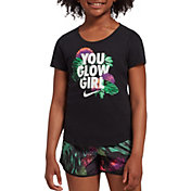 Nike Girls' Sportswear Scoop Glow Graphic Tee in Black