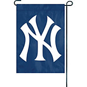 Party Animal New York Yankees Premium Garden Flag