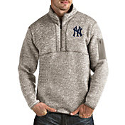 Antigua Men's New York Yankees Oatmeal Fortune Half-Zip Pullover