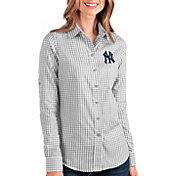 Antigua Women's New York Yankees Structure Button-Up Grey Long Sleeve Shirt
