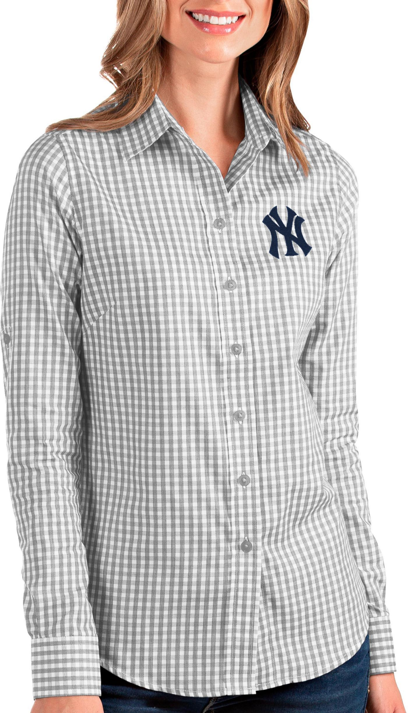Antigua Women's New York Yankees Structure Button-Up Grey Long Sleeve Shirt