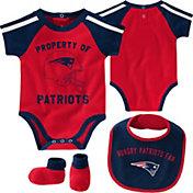 NFL Team Apparel Infant New England Patriots Bib/Booties Set
