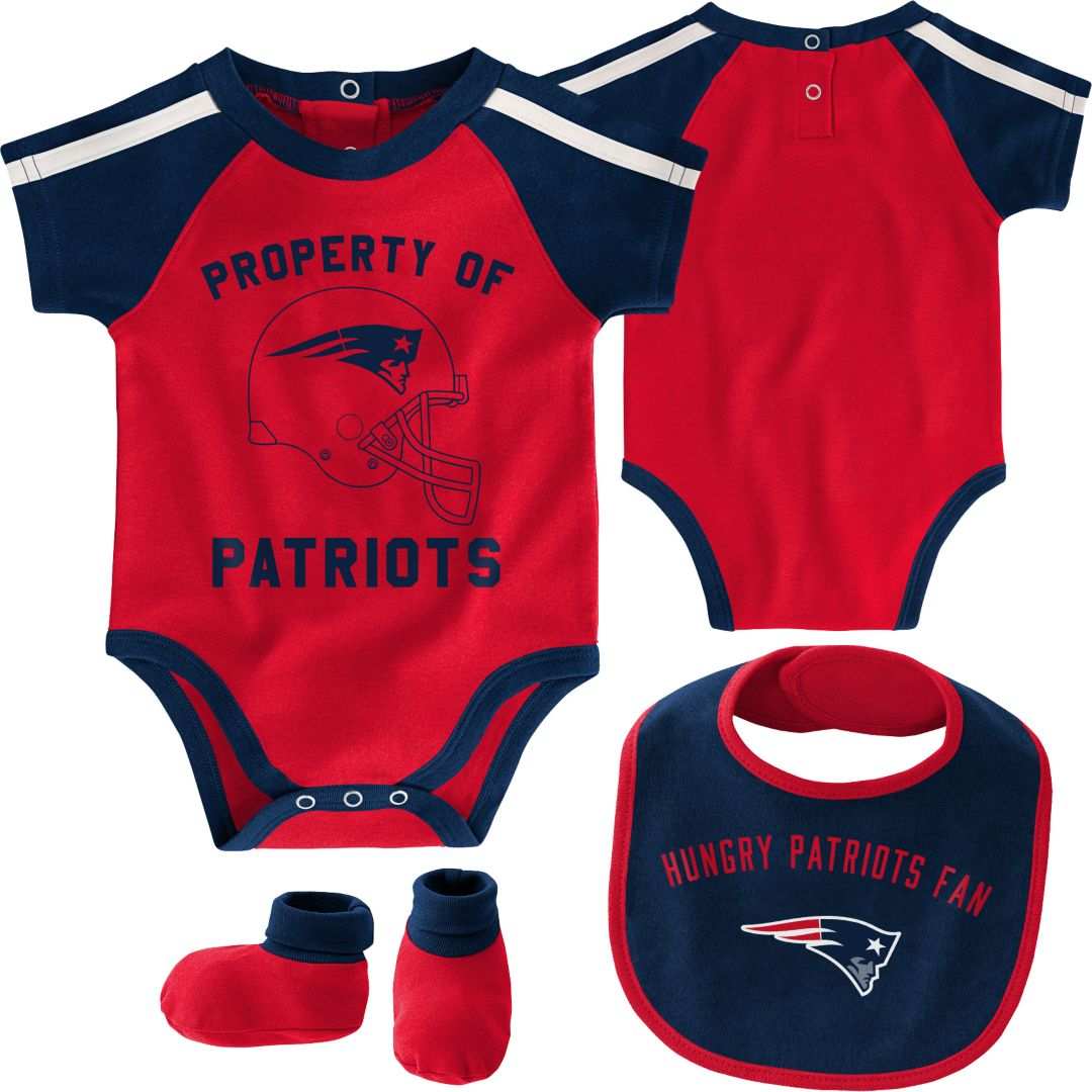 the latest 09f38 f0d6e NFL Team Apparel Infant New England Patriots Bib/Booties Set