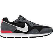Nike Men's Venture Runner Shoes