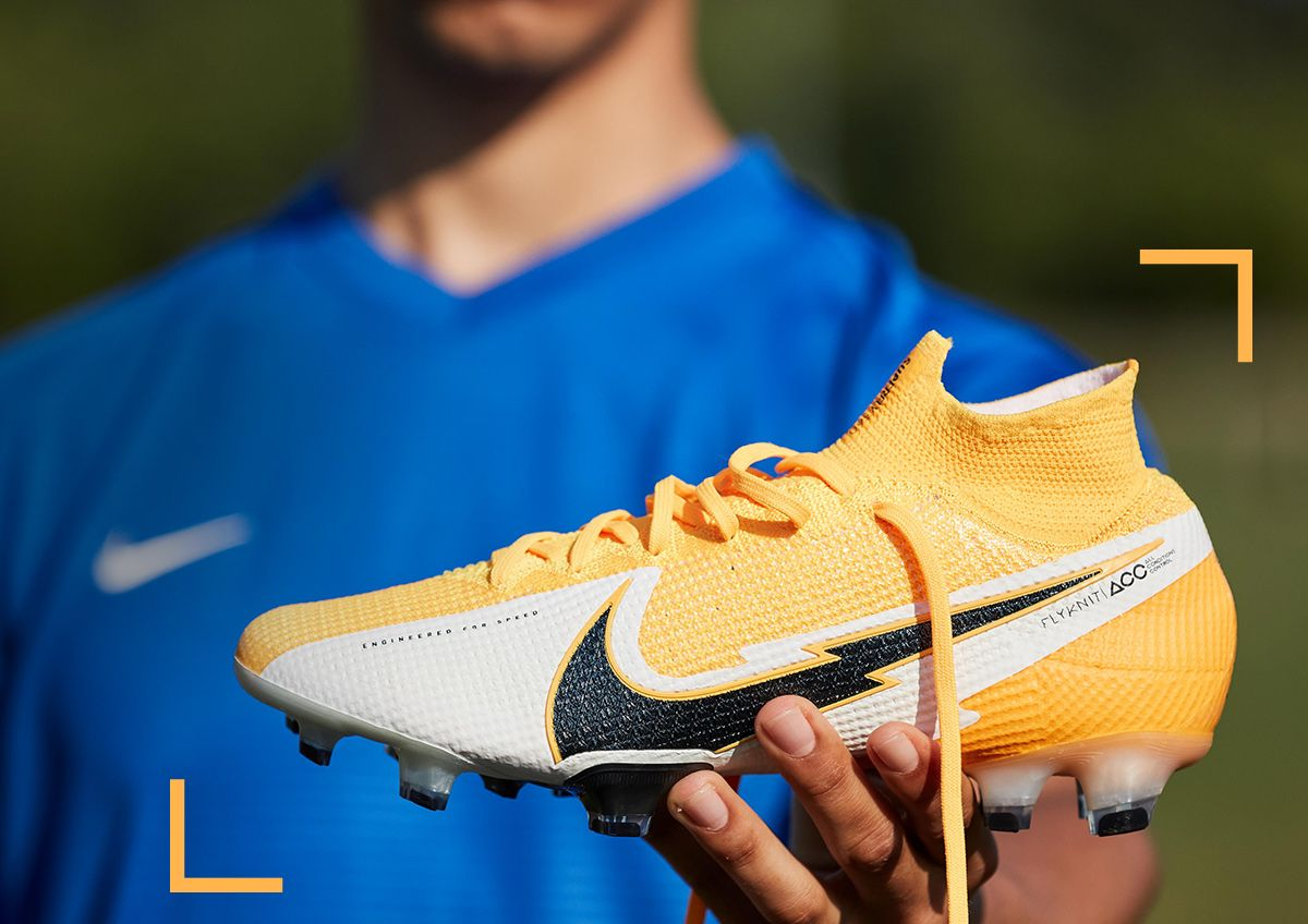 Image features nike soccer cleats in the Daybreak style.