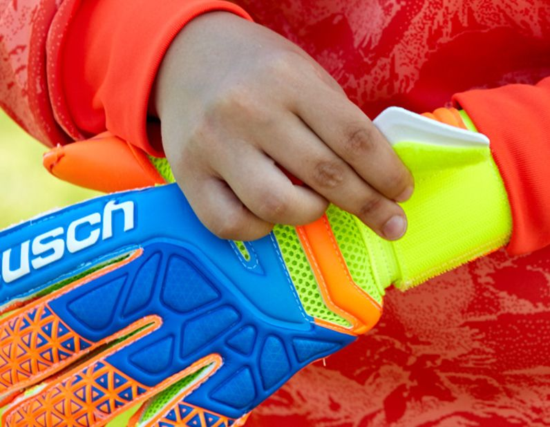 Closure Goal Keeper Gloves